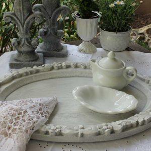 Romantisches großes Tablett in weiß shabby