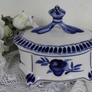kleine alte Porzellan-Schatulle BLUE COTTAGE