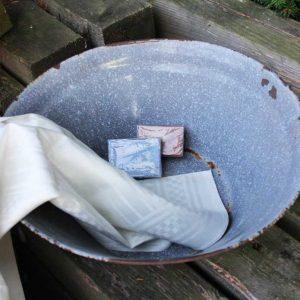 Uralte graue Emaille-Schüssel mit Griffen BLUE COTTAGE