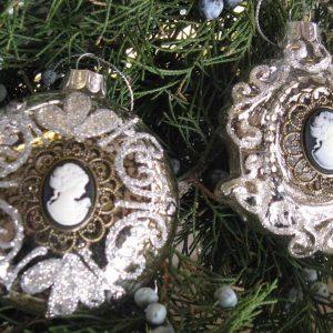 2-er-Set Nr2 Weihnachtskugeln mit Medallion BLUE COTTAGE