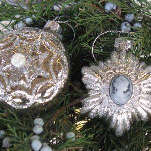 2-er-Set Nr3 Weihnachtskugeln mit Medallion BLUE COTTAGE