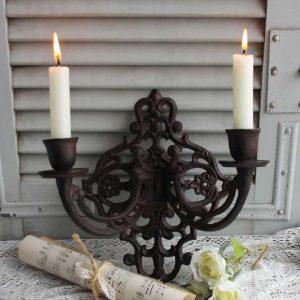 alter 2-armiger Wand-Kerzenhalter aus Gusseisen BLUE COTTAGE