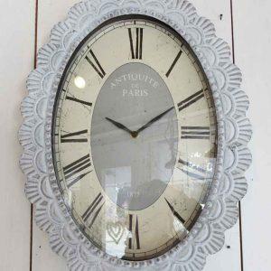 große shabby Uhr aus weißgrauem Metall BLUE COTTAGE