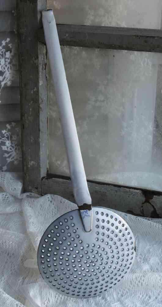 großer alter Schaumlöffel Schöpfkelle Emaille BLUE COTTAGE