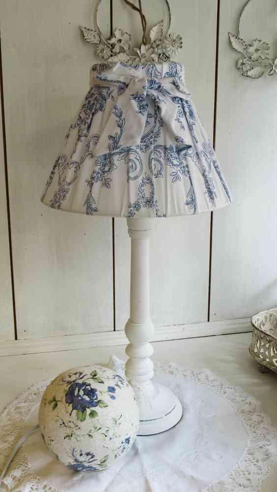 Tischleuchte mit Toile de Jouy Schirm KLEIN - BLUE COTTAGE